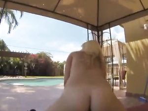 Blonde Babe Starts Enjoying A Cock While In The Car